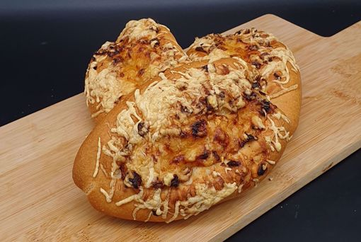 Afbeelding van Afbak klein ui en kaas stokbroodje