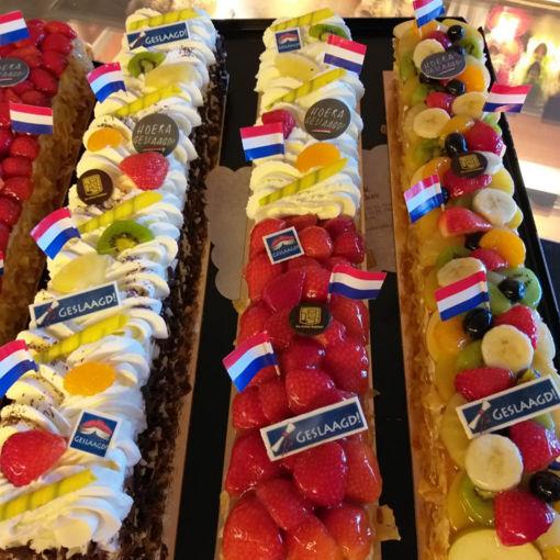 Afbeelding van Halve meter 1/2 slagroom 1/2 verse aardbeien taart